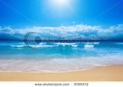 stock-photo-gorgeous-beach-in-summertime-9769372